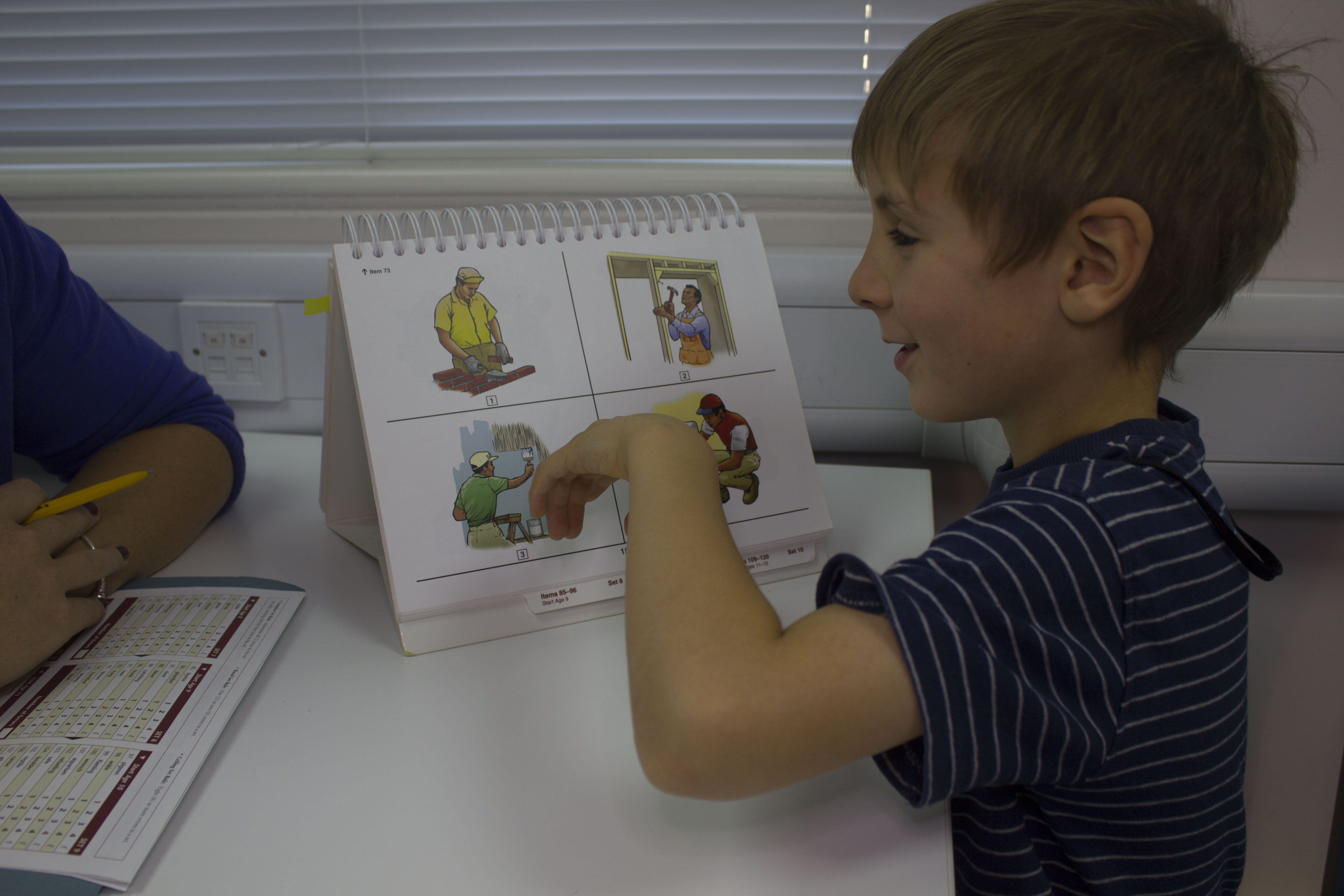 Learning to read in classrooms and brain scanners